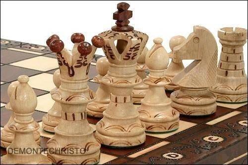 Schachspiel aus Holz inklusive Schachfiguren