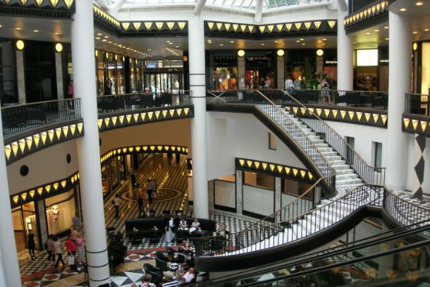 Einkaufen entlang der friedrichstra e for Innendesigner berlin