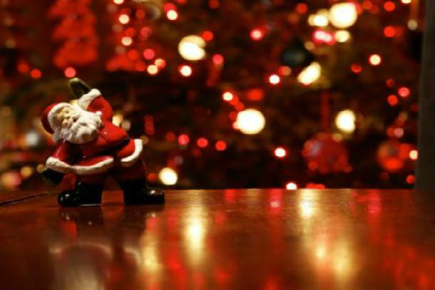Weihnachtsmann auf dem Tisch