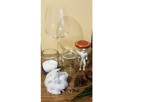 Für das Winterwunderland benötigen Sie ein klassisches Deko- oder Vorrats-Glas und Materialien zum Befüllen. © Miriam Rathje