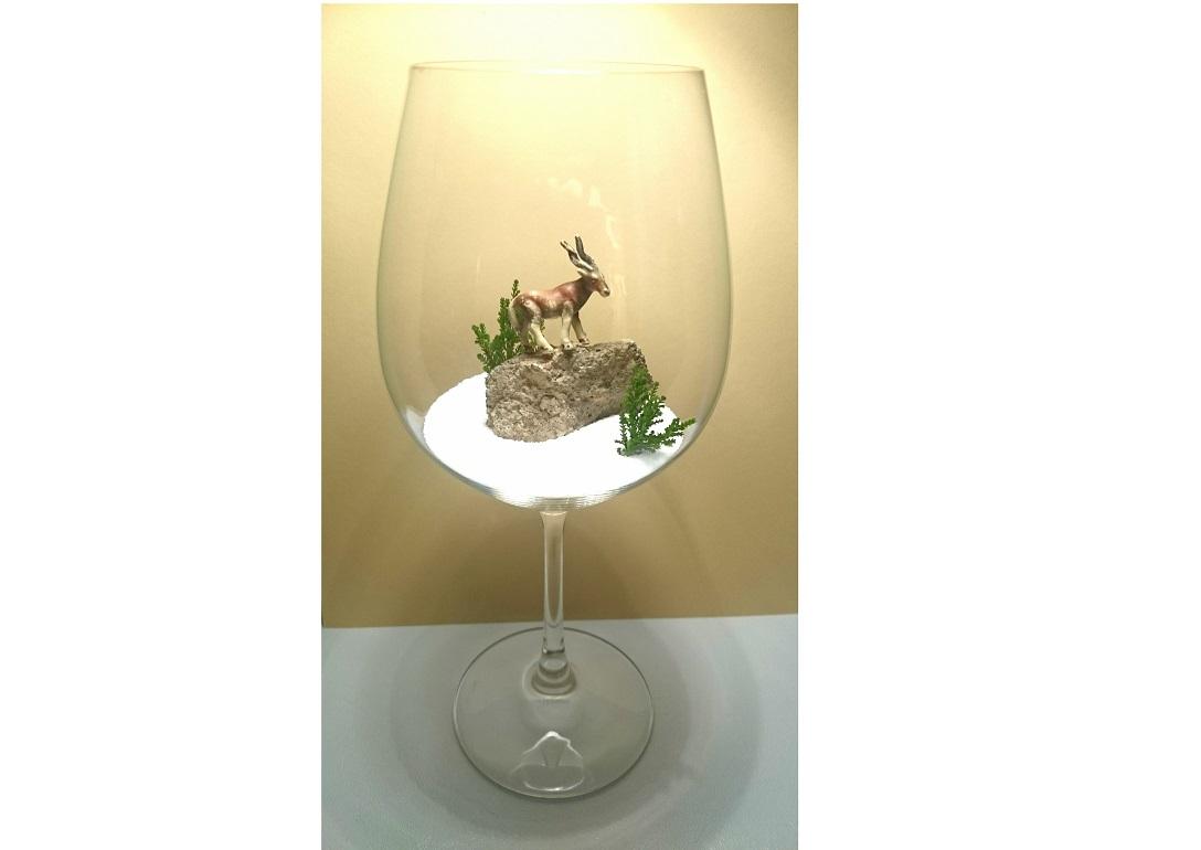 Wie wäre es beispielsweise mit einer Winterlandschaft samt Steinbock in einem Weinglas? © Miriam Rathje