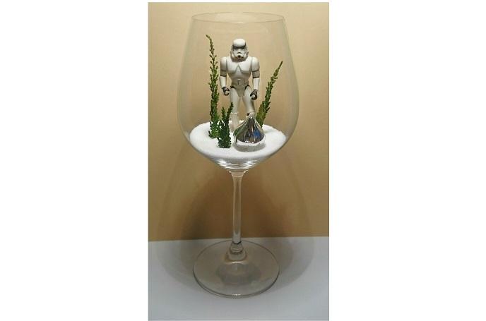 Dieser Stormtrooper im Weinglas lässt mit Sicherheit das Herz aller Nerds und Geeks höher schlagen. © Miriam Rathje